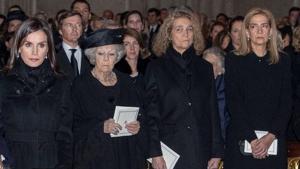 La reina Letizia y las infantas Cristina y Elena, en el funeral de doña Pilar de Borbón el 29 de enero de 2020