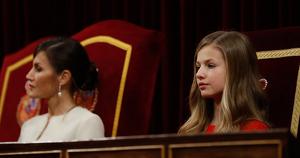 La reina Letizia y la Princesa Leonor durante el acto de apertura de la legislatura 2020