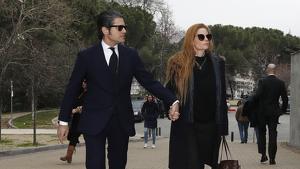 Julián Porras y Olivia de Borbón acudiendo al tanatorio. 14 de febrero del 2019