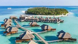 Imagen de Meeru Islant con los resorts típicos de las Maldivas