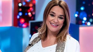 La presentadora Toñi Moreno en el plató de 'Aquellos maravillosos años' en Telemadrid