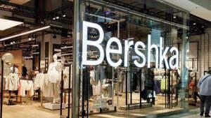 Exterior de una tienda Bershka en el CC Pontevella, Ourense