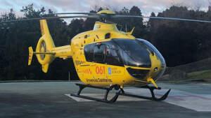 Helicóptero del servicio de emergencias de Galicia en el helipuerto