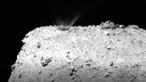 Imagen del bombardeo de una nave japonesa al asteroide Ryugu