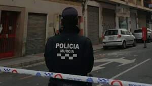 Imagen de archivo de la Policiía Municipal de Murciacon un cordon policial en una calle de la ciudad