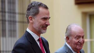 Rey Felipe y el Rey Juan Carlos en un acto