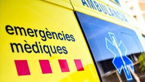 Imagen de archivo de una ambulancia del Servei d'Emergències Mèdiques de Cataluña