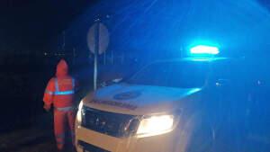 Imagen de un coche de emergencias de Murcia en pleno temporal