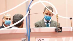 Felipe VI con mascarilla visitando el hospital creado en Ifema por el Coronavirus. Madrid 26/03/2020