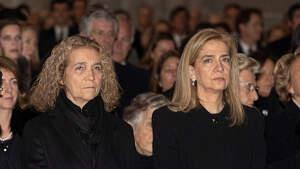 La infanta Elena y su hermana Cristina, en el funeral a la infanta Pilar en el Escorial el 29 de nero de 2020