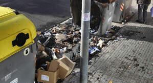 Un contenidor cremat i dos d'afectats per un incendi provocat