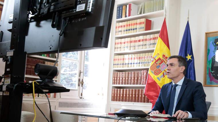 Pedro Sánchez, haciendo una conferencia durante la confinación, el 13 de marzo de 2020