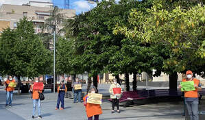 Membres de la Marea Pensionista es concentren a la plaça de l'Abat Oliba