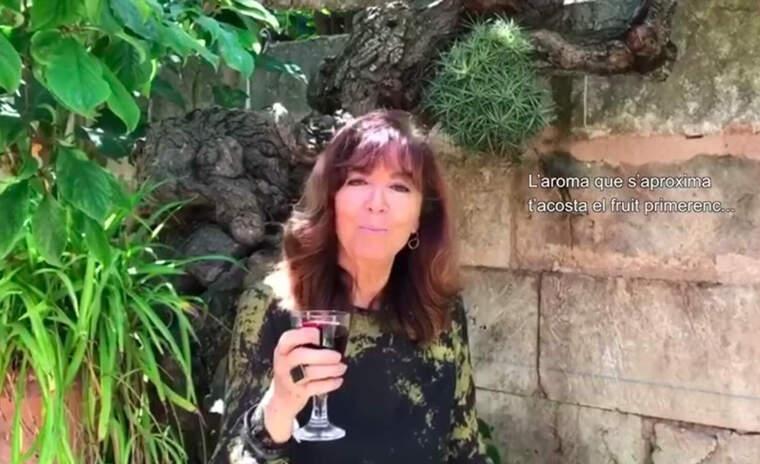 Maria del Mar Bonet mostra les viruts del vi mallorquí