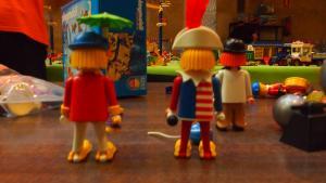 Imatges de la preparació d'Esplay, una fira de playmobils a Reus