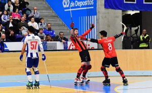 Àlex Rodríguez i Matías Platero celebren el setè gol roig-i-negre.