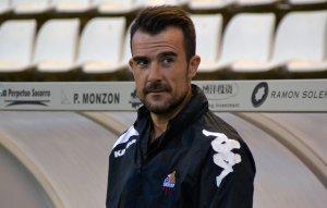 Aritz López Garai a la banqueta del Camp d'Esports de Lleida