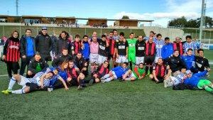 Foto de família dels equips Genuine del CF Reus i la Real Sociedad