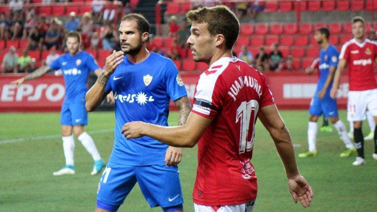 Juan Muñiz podria repetir titularitat a Almeria després del bon partit quallat a Vallecas