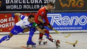 Àlex Rodríguez marxant d'un rival, igual que en l'acció del 2 a 0