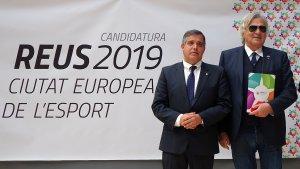 Cervera i Luppatelli posen en la foto de família de la visita del Comitè Avaluador de l'ACES Europe