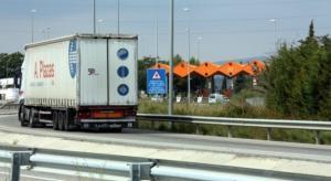 Un camió al peatge de l'AP-2 a Montblanc.