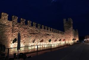 Aquesta setmana es van fer proves de la nova il·luminació de la muralla Sant Jordi