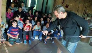 Alumnes de l'escola la Pau de Vilanova i la Geltrú al Museu.