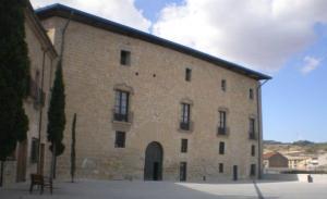 El castell dels Comtes de Santa Coloma acull l'oficina del Consell Comarcal.