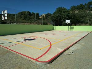 Les obres de millora al pati de l'escola de Vimbodi i Poblet