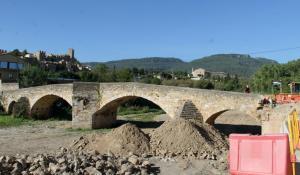Vista del pont Vell de Montblanc on s'estan duent a terme els treballs.