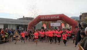 La sortida de la cursa, a la plaça de Sant Francesc de Montblanc.