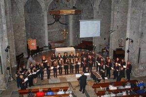 L'orfeó en una actuació a l'església de Santa Coloma.