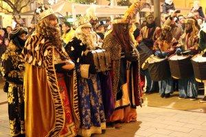 Melcior, Gaspar i Baltasar abans de l'adoració al pessebre.