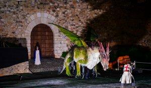 Sant Jordi mata el drac davant la princesa en la representació d'aquest dissabte.