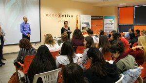 Els joves a Concactiva durant una de les presentacions.