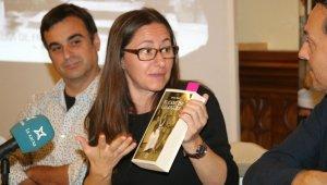 L'autora durant la presentació.