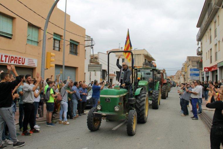 Tractors arribant a Sarral.