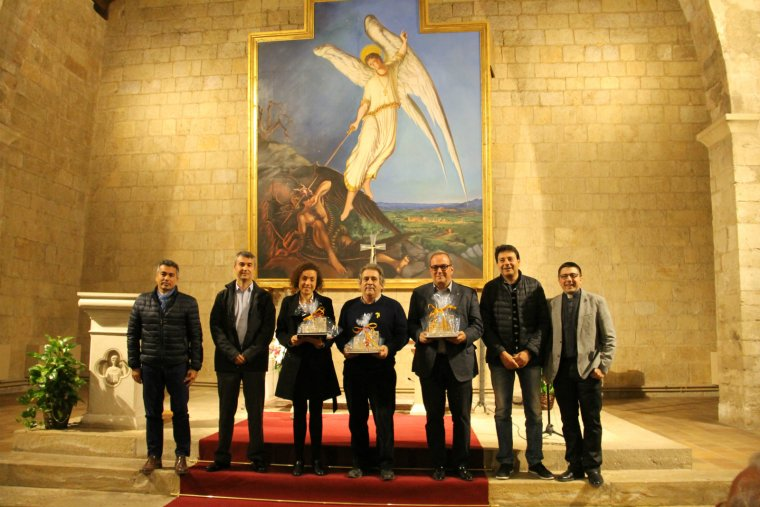 Respresentants d'Endesa amb l'alcalde, el diputat, el president del Consell i el plebà.