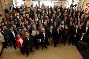 Foto de família dels alcaldes amb el nou president i consell executiu de l'AMI, a Tàrrega, el 15 de març de 2018.
