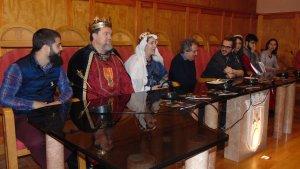 La presentació de la Setmana Medieval ha comptat amb la presència del rei, la reina, el Sant Jordi i la princesa.