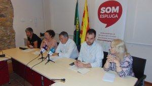 Els cinc regidors de SOM Espluga durant la roda de premsa de presentació del full de ruta de cara a les eleccions municipals de 2019.