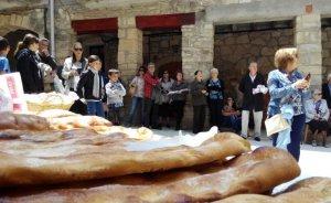La subhasta de coques beneïdes és una tradició a Conesa.