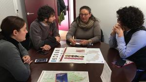 Els socialistes Maria Jesús Sánchez, Carles Castillo i Rosa Maria Ibarra, reunits amb Neus Miró (al centre de la imatge), directora del Parc Natural de Montsant.