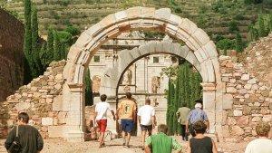 Turistes visitant la Cartoixa d'Escaladei