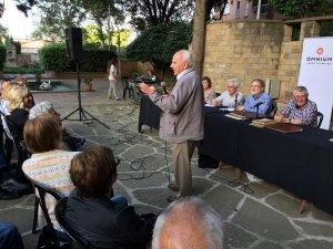 La xerrada es va fer en el marc dels Dilluns d'Òmnium, als jardins de Ca n'Ortadó