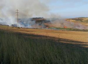 A hores d'ara, els bombers encara no han pogut extingir el foc.