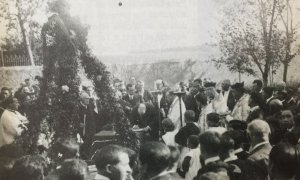 Imatge de la col·locació de la primera pedra a l'ajuntament de Cerdanyola