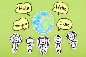 La facilitat més gran a l'hora de trobar feina no és, ni de bon tros, l'únic benefici de dominar més d'un idioma.