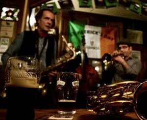 L'irlandès ofereix música en viu cada mes